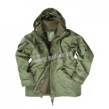 MILTEC COLD WEATHER PARKA 3 i en jakke