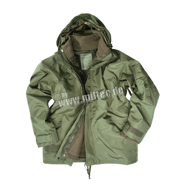 MILTEC COLD WEATHER PARKA 3 i en jakke